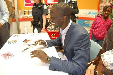 """New Raptor """"Pops"""" Mensah-Bonsu smiles while greeting fans at the new Cellular Point store at Malvern Town Centre April 18."""