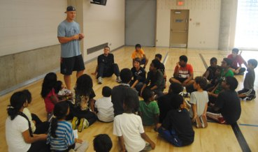 Toronto Argonaut Jason Pottinger talks to a group of youngsters at the Scarborough YMCA about living a healthy lifestyle.