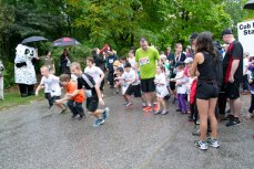 Children leaping into action as the Cub Run begins.