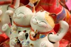 Zhao cai mao (meaning cat that brings fortune) statues are a common sight in Chinatown stores selling Lunar New Year decorations. The little porcelain ornaments can typically be seen guarding the entrances of Chinese shop houses and are believed to usher in fortune and ward off evil.