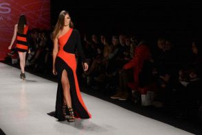The show opened with contrasts of red and black gowns.
