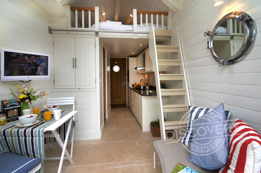 shaldon beach hut living area