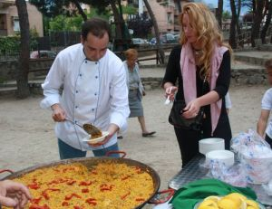 Excelente paella elaborada por Guzmán Ruiz Tarazona (que tiene un comercio de venta de paellas en el Mercado de San Miguel)