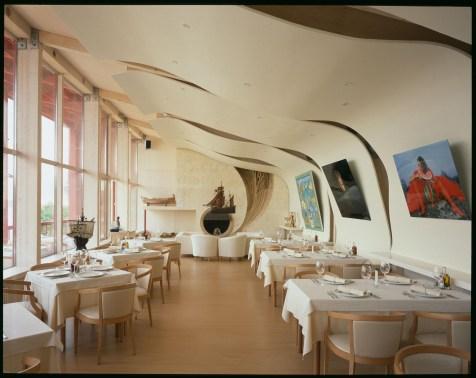 Зал ресторана. Фотограф - Юрий Пальмин.