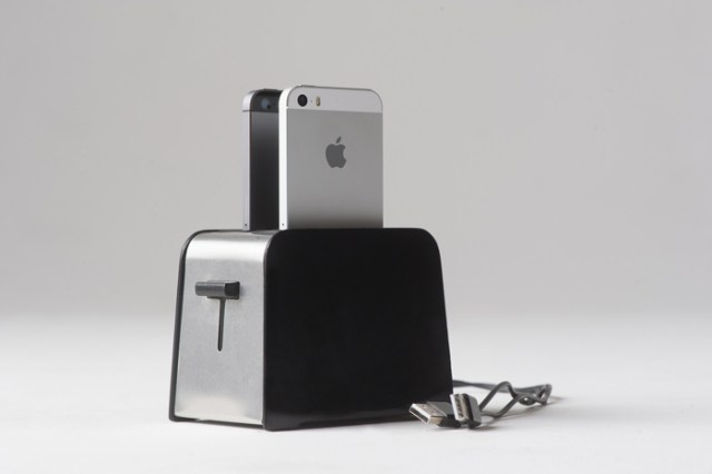 foster_toaster_like_iphone_dock_1