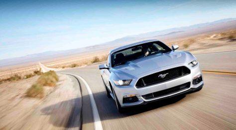 """Seit mittlerweile 50 Jahren macht der Ford Mustang bereits Karriere als Leinwandstar. Im Kino und im Fernsehen verzeichnete er bislang bereits über 3.200 Auftritte. Demnächst kommt ein weiterer Auftritt hinzu: Am 14. März 2014 debütiert in den USA die neue Generation des Ford Mustang im Hollywood-Spielfilm """"Need for Speed"""". © Foto: Ford-Werke GmbH"""