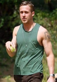 Ryan-gosling-sleeveless-dog-10
