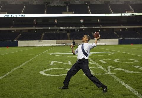 ObamaThrowsFootball