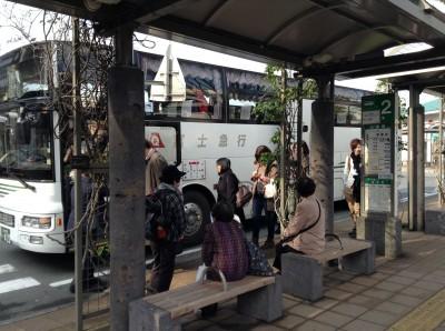 รถบัสเพื่อเดินทางไป Kawagushiko ที่สถานี Mishima