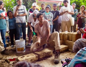 Diego Tort demonstrates for students how to make a wall from adobe bricks.