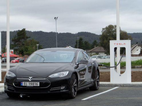 Estación de carga Tesla en Lyngdal, Noruega