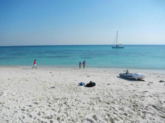 Al Daymaniyat Island - pristine sand and crystal blue water