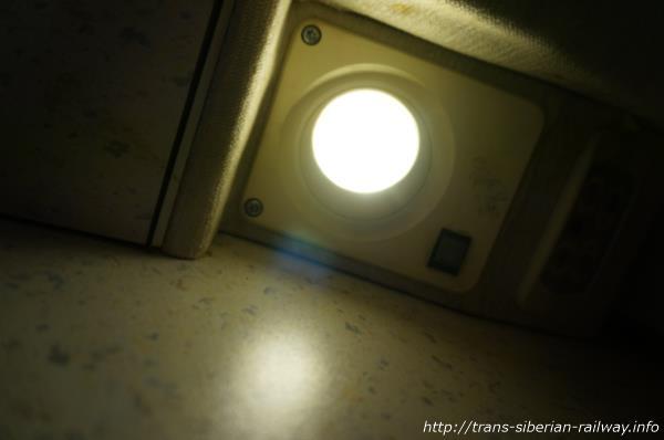 シベリア鉄道コンパートメント内の読書灯画像