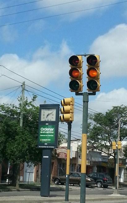 Semáforos en Zípoli y Duarte Quiros (Foto: @pichualvarez)