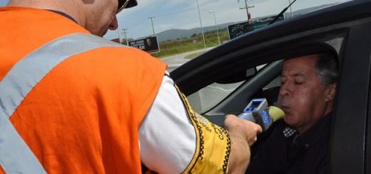 Prueba de alcoholemia de Caminera a automovilista