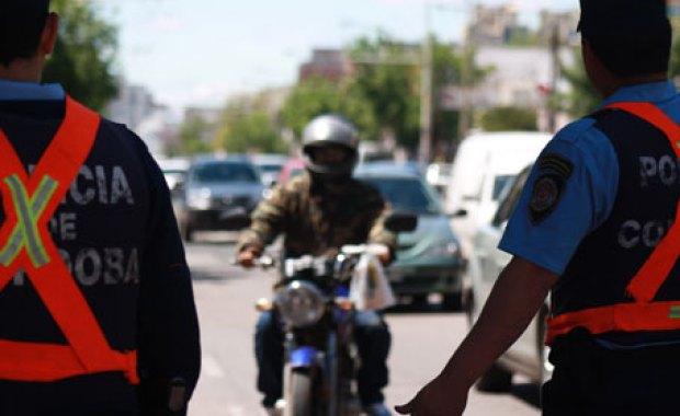 Control policial a motos en Cordoba - Foto Policia de Córdoba