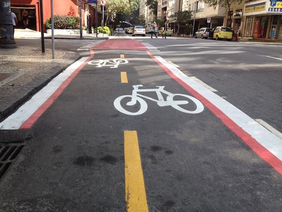 Ciclofaixa na rua Tonelero