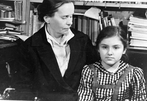 С бабушкой Марией Петровной. Ленинград, 1940