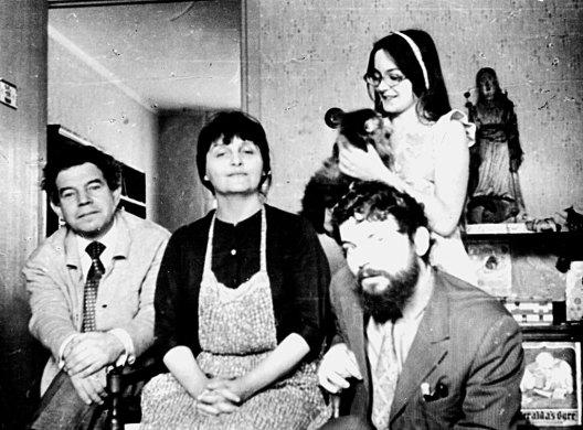 С Р.А.Минлосом, дочерью Марией с котом Кешей, В.И.Кейданом. Москва, Матвеевская ул., 1973. Фото В.И.Кейдана