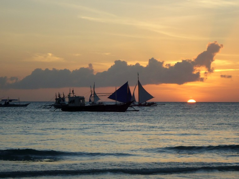 Backpacking Boracay on a budget - The Travel Lush