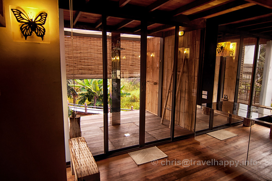 Room Interior and Outdoor Rain Shower at Bangkok Tree House Hotel