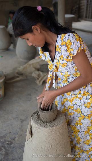 No pottery wheel for the masons of Ban Truc.