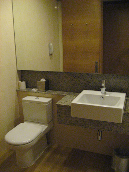 Changi Village Hotel Singapore Bathroom