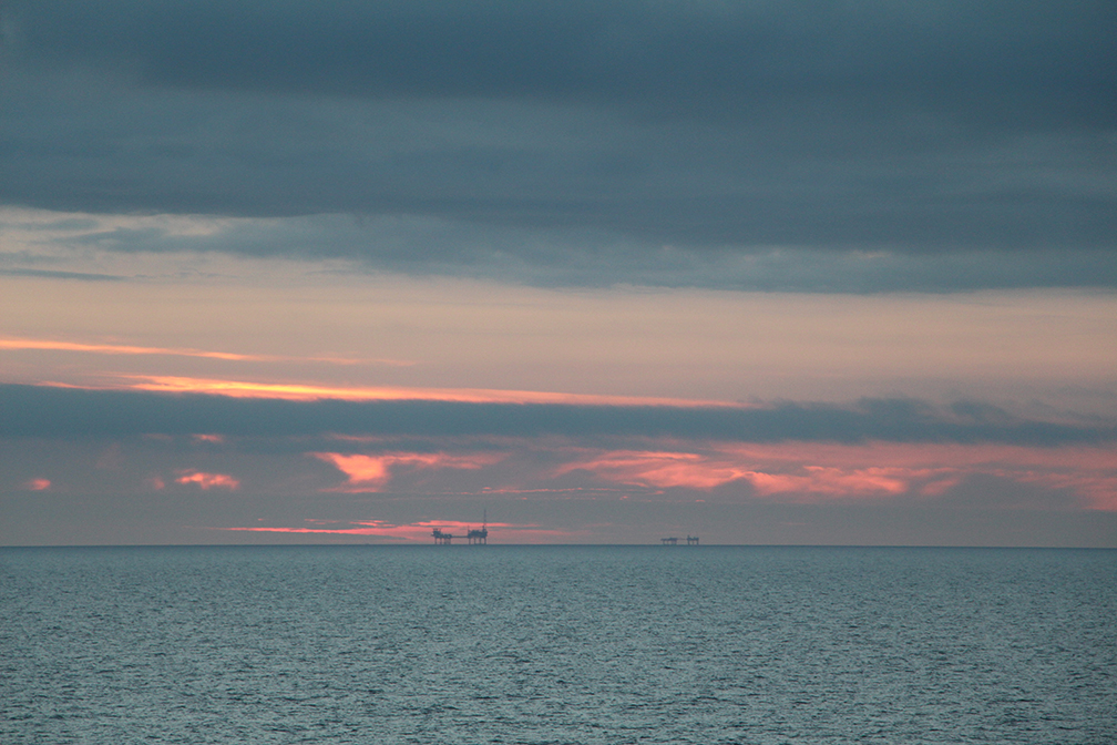 oil_rig_norway_sunset_travelxena_10