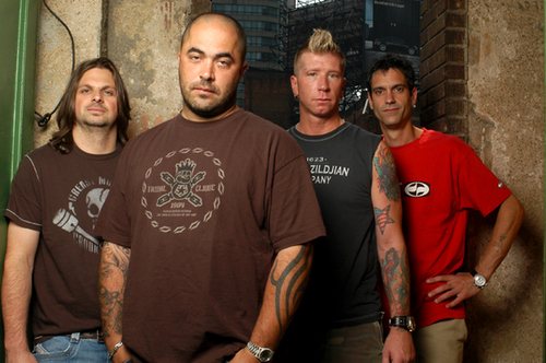 "Staind Staind Frontman Calls Out Crowd For ""Molesting"" Crowdsurfer"