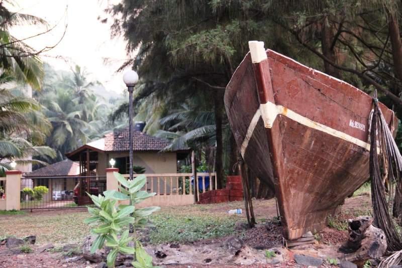 ladghar sea beach - boat