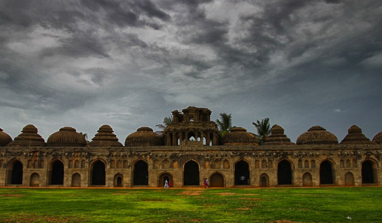 5 strange things you encounter in Hampi