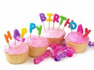 カップ誕生日ケーキ