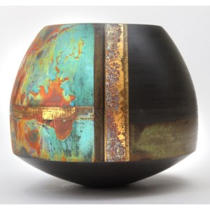 Laverick, Tony (1961 – ) Black Porcelain Pot #3