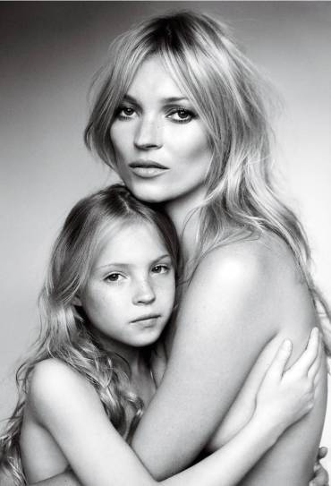 kate-moss-and-her-daughter-lila-grace-photographed-by-mario-testino-for-vogue-sept-2011