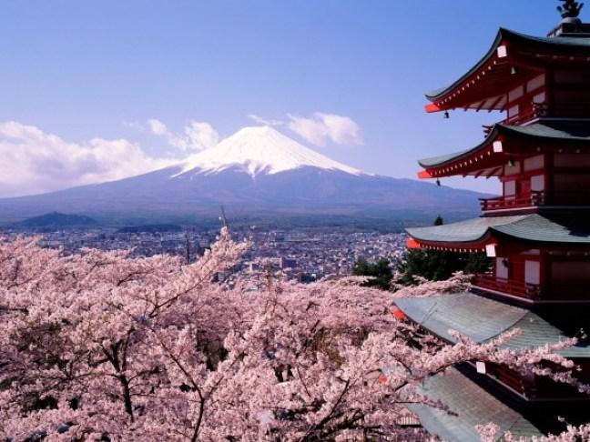 Mt-Fuji-and-house-575x431