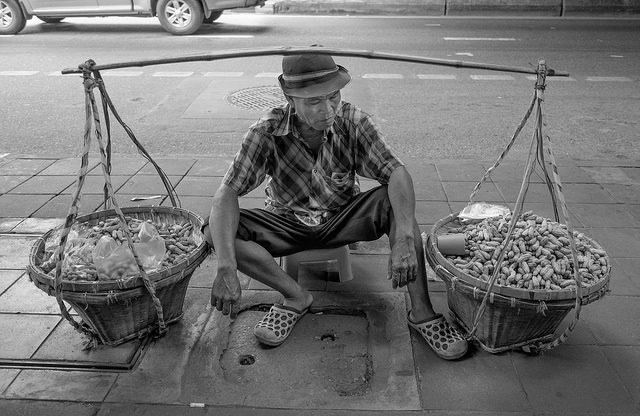 A Bangkok peanut salesman. Photo by Tord Remme, via Fllickr.