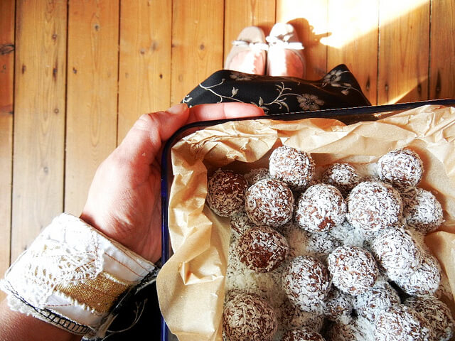 Protein Balls, Protein Bites, Coconut Balls, Coconut Bites, Healthy Snacks, Travel Snacks, Healthy Travel Snacks