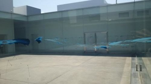 DSC 0591 500x281 21世紀美術館でプール気分?駐車場代だけでも充分楽しめる♪