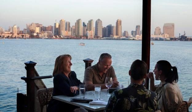 El pescado y los frutos marinos son la estrella de la gastronomía de San Diego. La costa se presta para los paseos. Foto: Cedoc Perfil