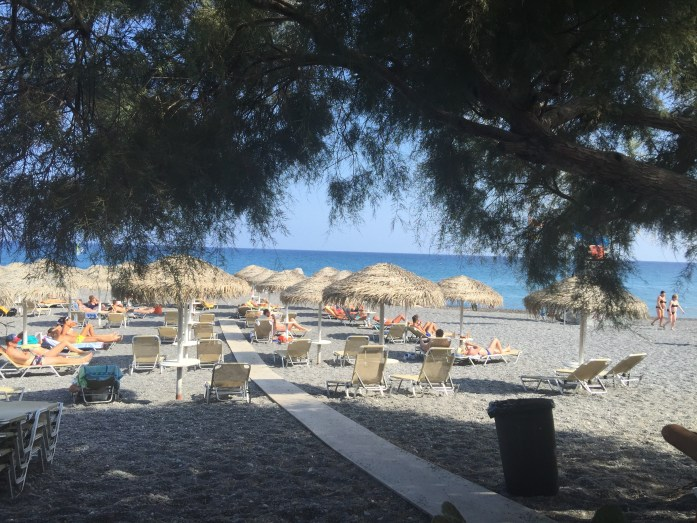 santorini_kamari_beach