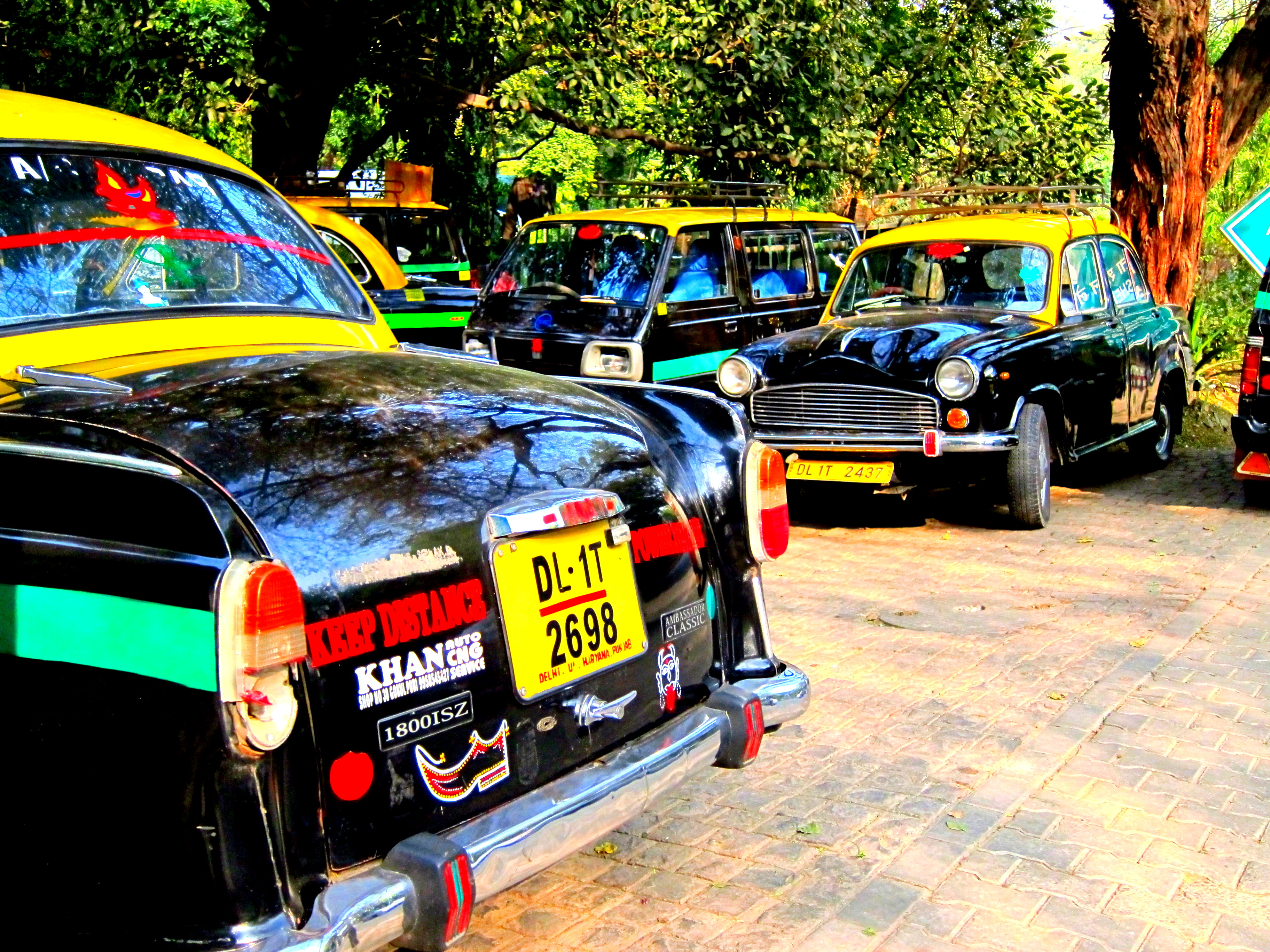 Colorful taxis, travel budget india