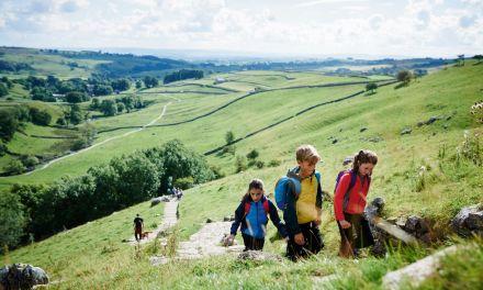 Dzieci w terenie – właściwy ubiór na wycieczkę
