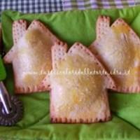 Casette di pastafrolla con cuore di marmellata di prugne