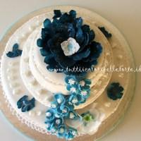 Torta con Fiori Azzurri