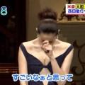 【放送事故画像】テレビで胸ちらする女ってそんなに自分のオッパイ見したいのか?ww