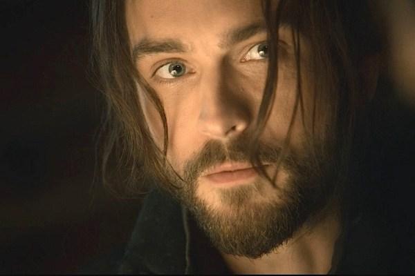 Closeup of Tom Mison as Ichabod Crane on Sleepy Hollow