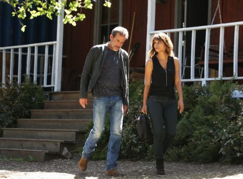 Halle Berry and Jeffery Dean Morgan in CBS's Extant - Cracking the Code episode