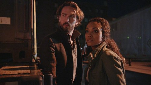 "chabod (Tom Mison) and (Jenny Mills) Lyndie Greenwood on Sleepy Hollow episode ""I, Witness."""