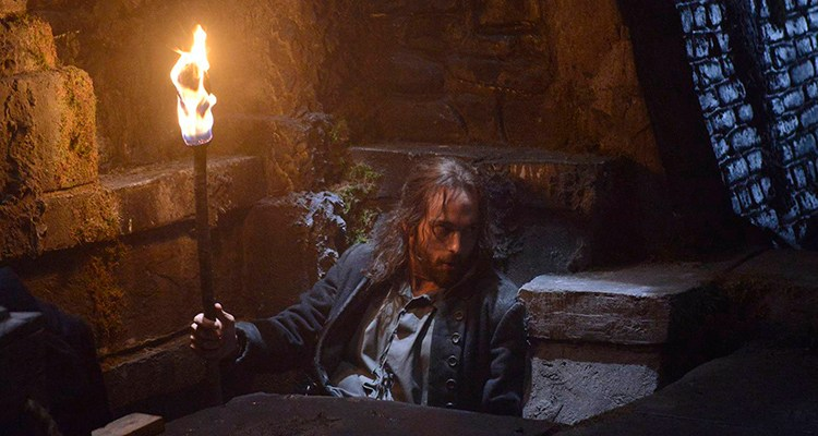 "SLEEPY HOLLOW: Ichabod Crane (Tom Mison) tries to unravel the mysteries lurking in Sleepy Hollow, in the""Blood Moon"" episode of SLEEPY HOLLOW airing Monday, Sept. 23 (9:00-10:00 PM ET/PT) on FOX. ©2013 Fox Broadcasting Co. CR: Brownie Harris/FOX"
