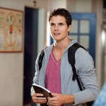 """The Tomorrow People -- """"Girl Interrupted"""" -- Image Number: TP103b_0285.jpg --Pictured: Robbie Amell as Stephen --  Photo: Cate Cameron/The CW --  ©2013 The CW Network, LLC. All rights reserved."""